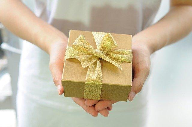 dárkový box na dlani
