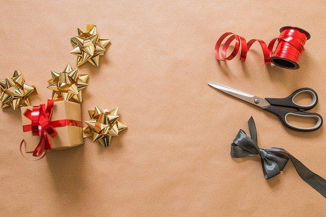 potřeby na balené dárků