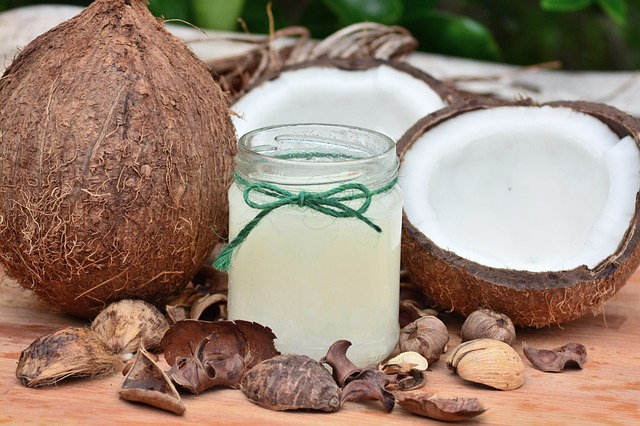 Kokosový olej nebo vazelína? Kosmetičtí zachránci!