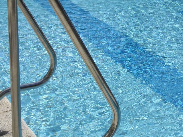 nerezové zábradlí do bazénu