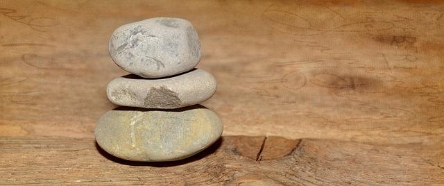 kameny na podlaze