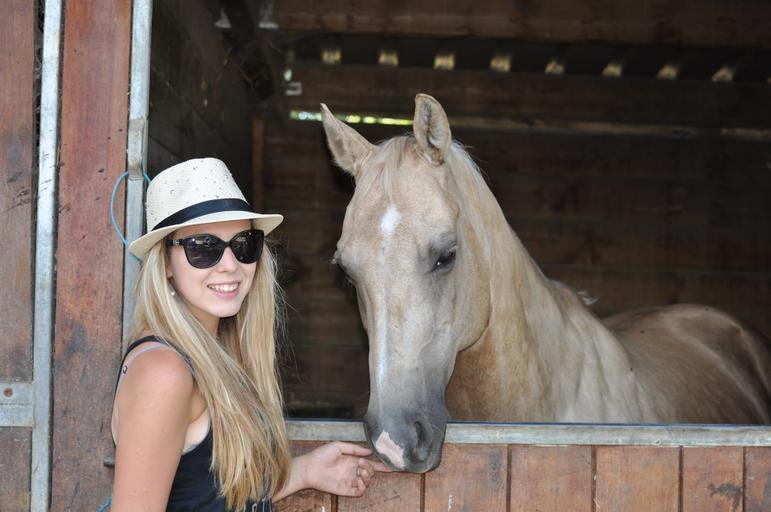 Slečna a kůň