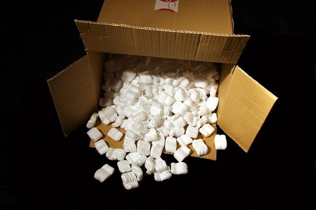 krabice s polystyrenovou výplní