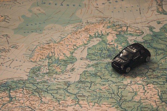 cestování, autíčko na mapě