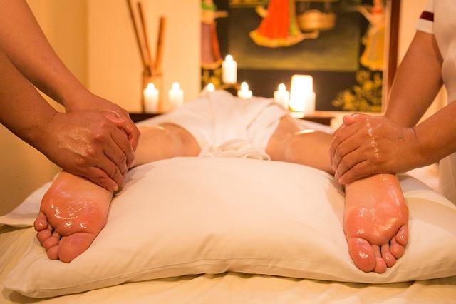 olejová masáž nohou svíčky pohoda